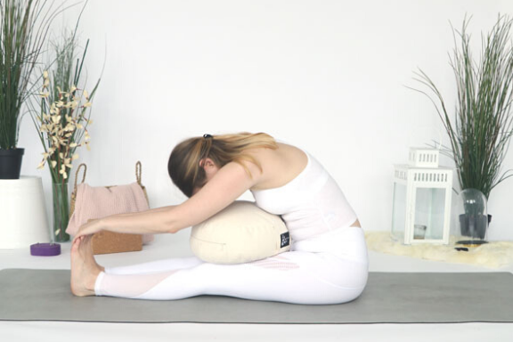 Learn all the basic about restorative yoga here!