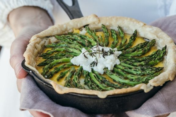Try this vegetarian asparagus quiche